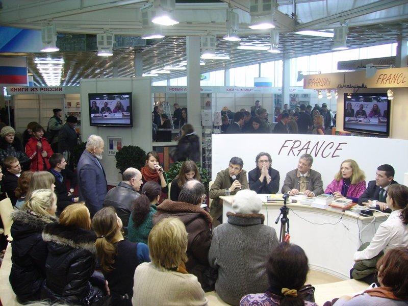 table ronde salon du livre à Minsk, écrivains français