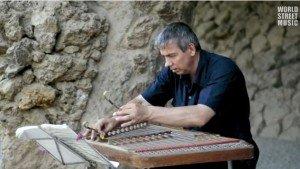 joueur de cymbalum biélorusse à barcelone